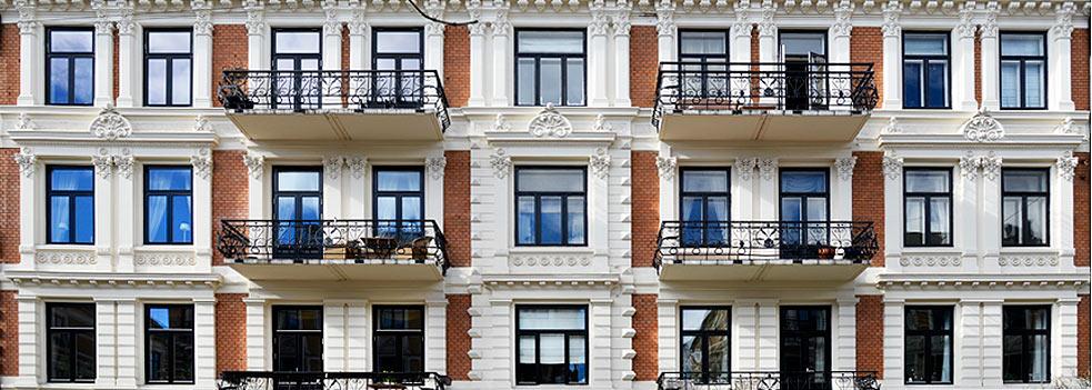 Oppussing av murgård, teglstein fasader
