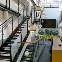 Stilfull trapp i kontorlokaler utført av NOR entreprenør i Oslo
