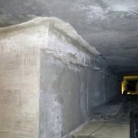 Reparasjon av skadet betong under svømmebasseng