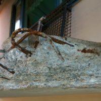 Betongrehabilitering av balkonger med metodisk maskinsliping med diamantkopp, for å åpne kapillær gangene i betongen