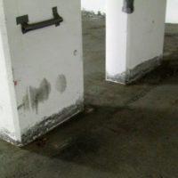 Skader på betongen i garasjeanlegg